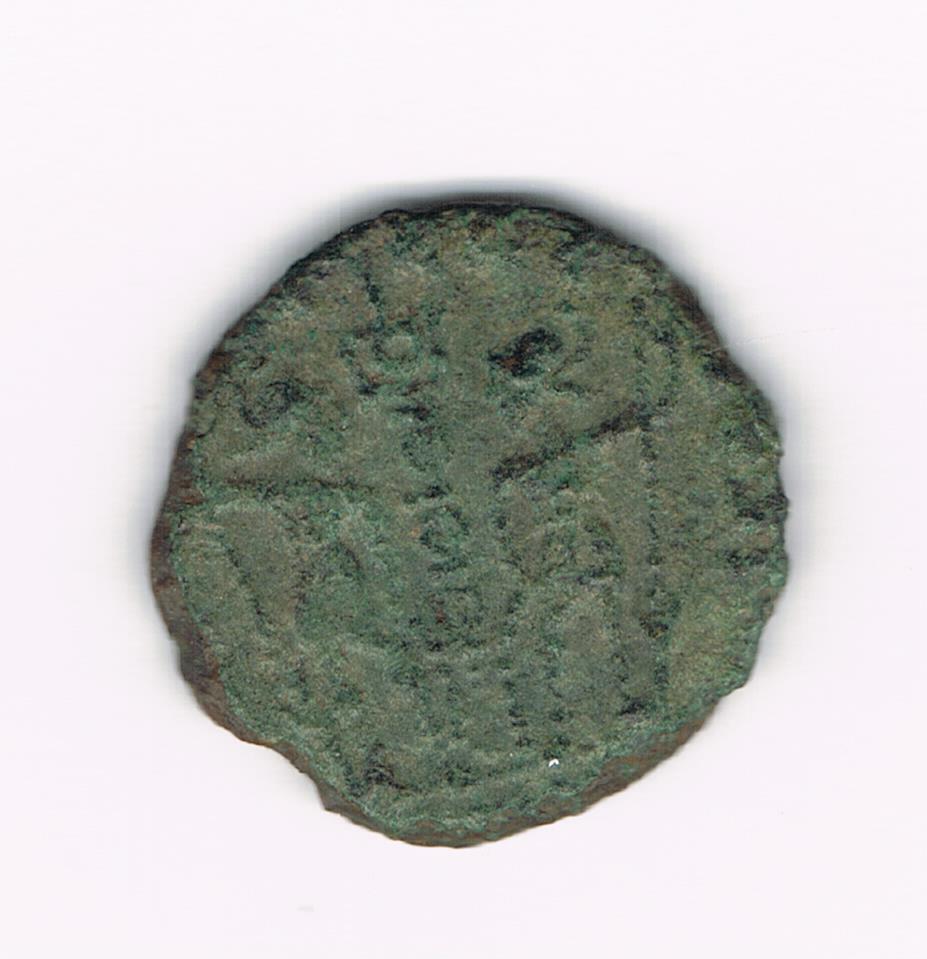 AE4 bajo imperio tipo GLORIA EXERCITVS, estandarte entre dos soldados. 58727e013bd76