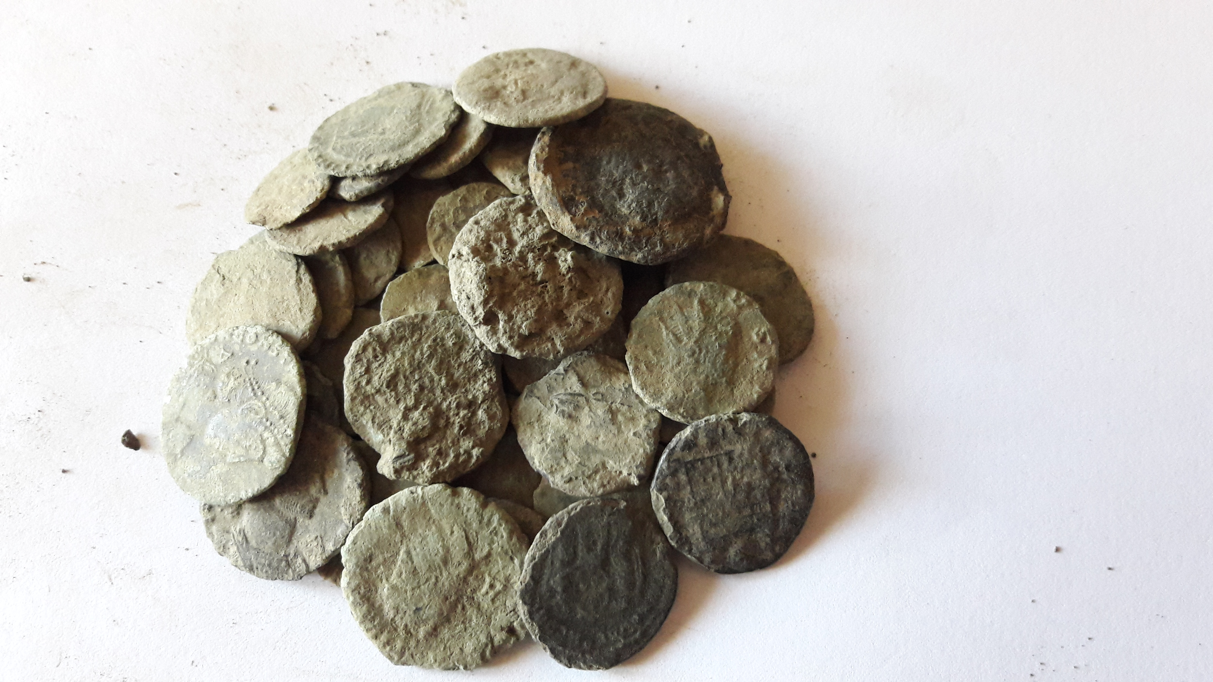 Selling a uncleaned ancient Roman coin lot – Numista