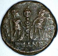Nummus Constantin 1er au revers GLORIA EXERCITVS ( Antioche ) 533e28e770b14