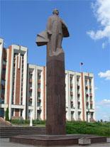 Statue de Lénine devant le palais présidentiel